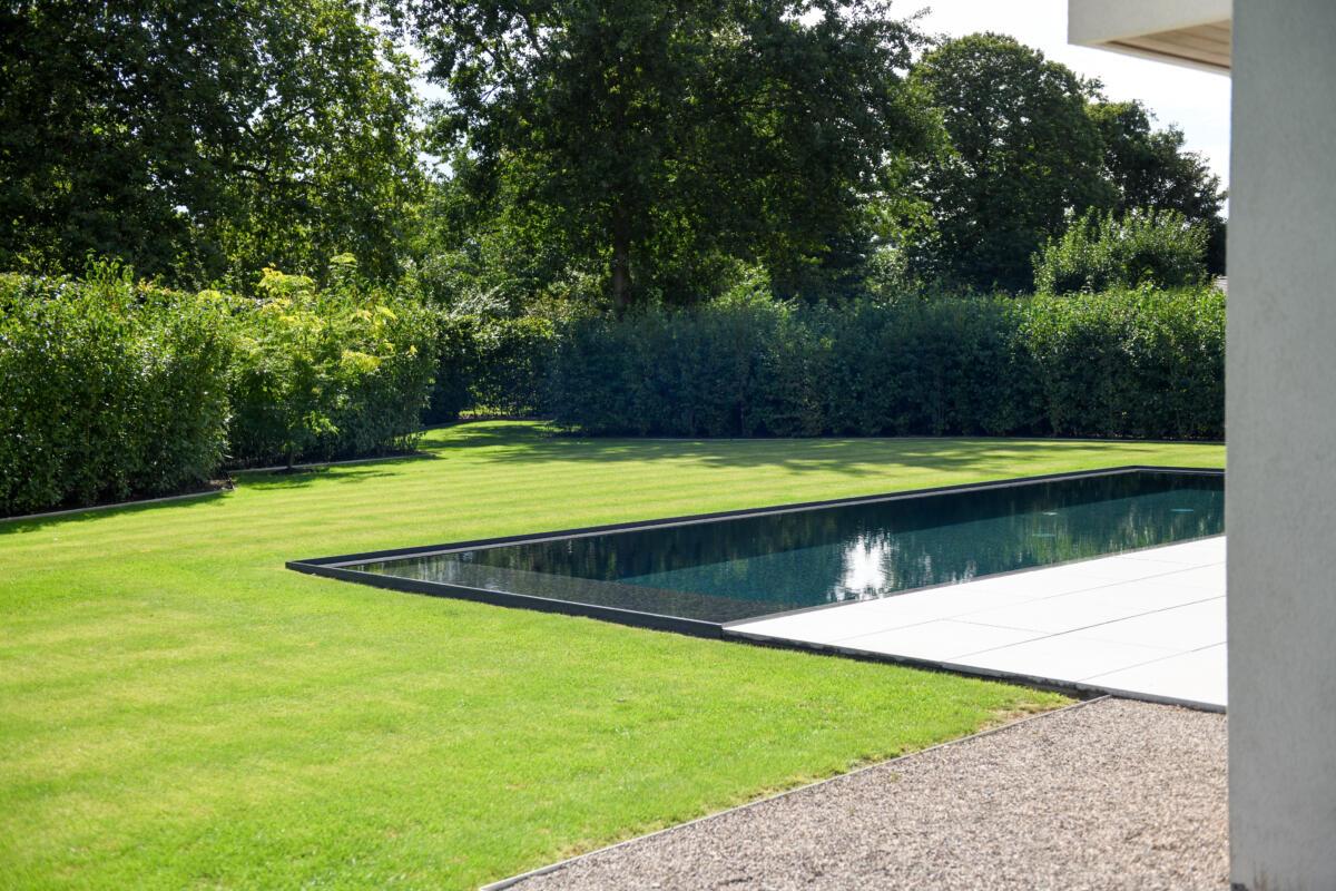 landelijk overloopzwembad